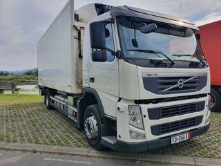 Volvo 2 ejes portacontenedores caja isotermo frio