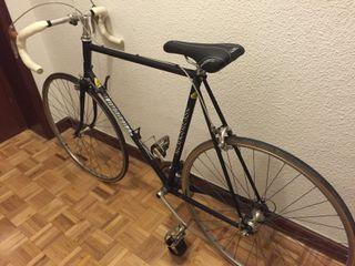Bicicleta de Carretera marca LUMBRERAS
