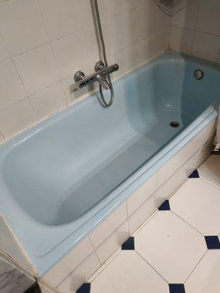 bañera y grifo