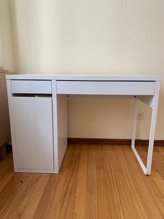 Mesa (de escritorio) + silla
