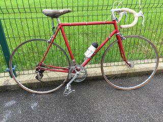 Bicicleta antigua Letona