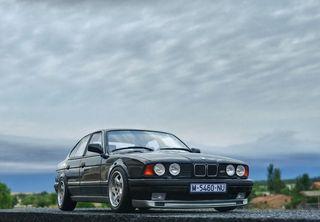 BMW M5 E34 Ottomobile 1/18