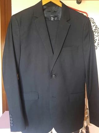 traje HM negro T-48