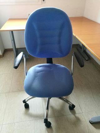 Mesa de escritorio Ikea Galant y silla de oficina