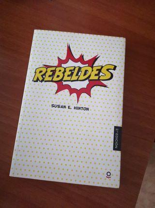 libro rebeldes castellano