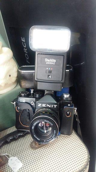 camara de fotos zenit con flash y funda
