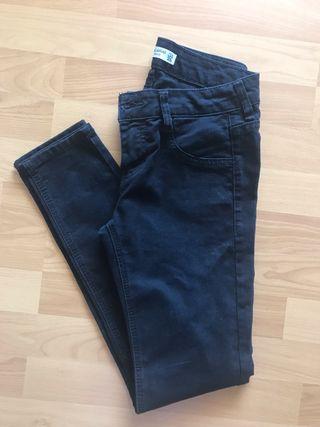 Pantalon negro Pull&Bear