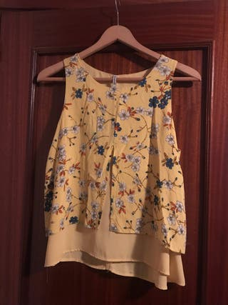 Blusa amarilla de flores talla M