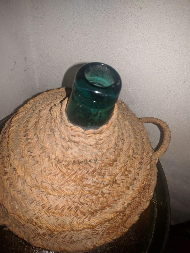 Garrafa cristal verde y mimbre