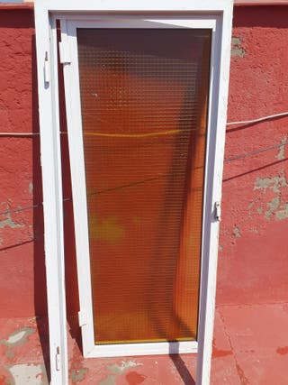 puerta de aluminio para cuartillo o bajo escaleras