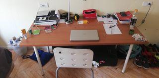 Mesa escritorio de madera.