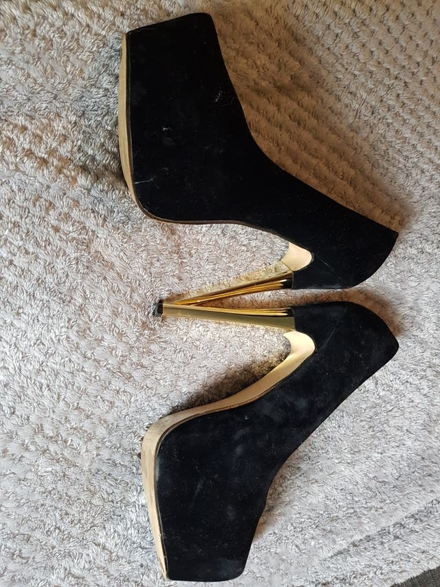 black and gold stiletto heeld
