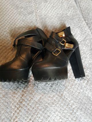 chunky black heels size 7