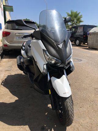 Yamaha X MAX 400