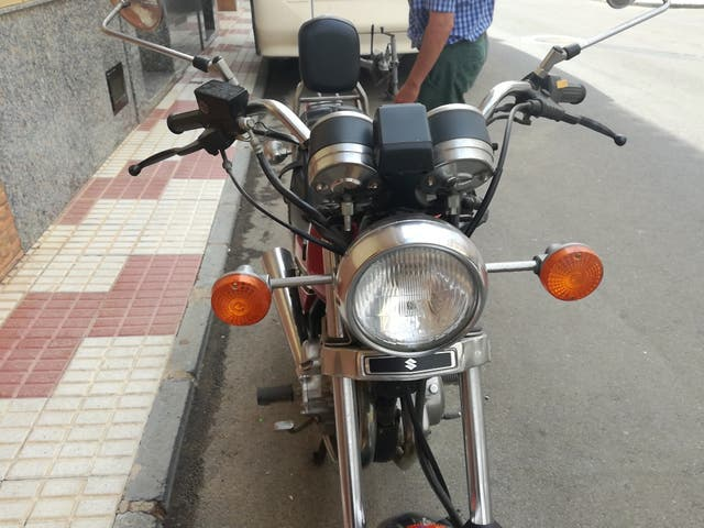 motocicleta suzuki gn250