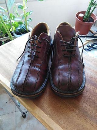 zapatos juveniles número 42