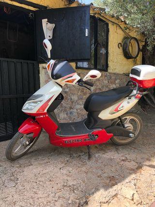 Vendo motobicicleta tipo scuter Monty eléctrica
