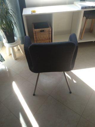 Silla negra acolchada Ikea