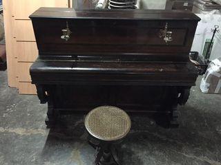 PIANO ANTIGUO A. BORD