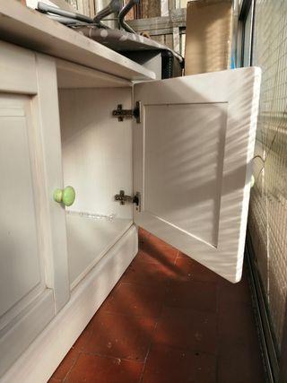 Mueble de madera para almacenaje.