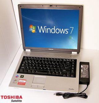 Toshiba Satellite ordenador portatil con cargador