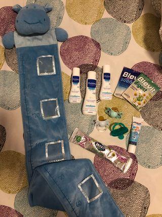 Medidor bebe, chupetes,colonia, muestras de regalo