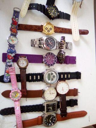 vendo relojes están nuevos