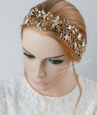 Tiara Artesanal en color dorado ,estilo Bohemio ,
