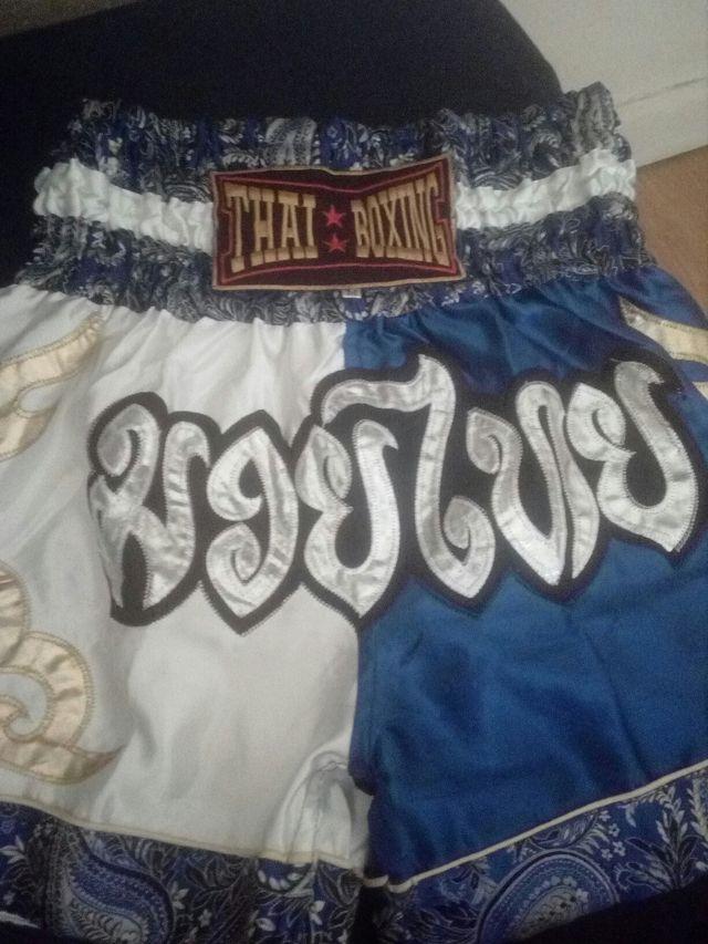 pantalón de muay thai.