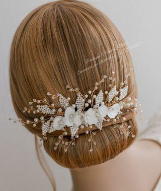 Muy fino Tocado Floral hecho a mano para novia