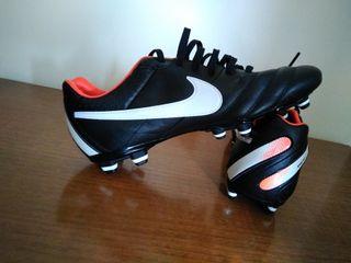 botas de fútbol Nike tiempo T40