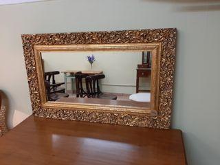 Espejo con marco restaurado con pan de oro