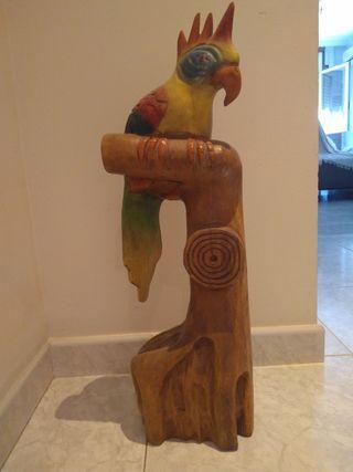 Loro tallado en madera decoracion