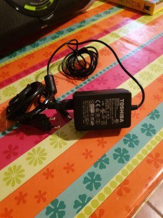 cargador portatil toshiba 100-240v