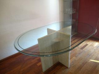 mesa de mármol y cristal