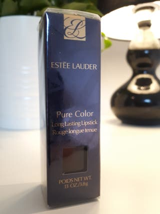 Estee Lauder Lipstick pure color. Plum couture 68