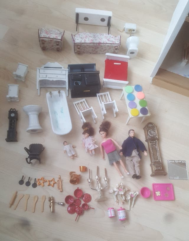 Dolls house furniture and lighting kit set