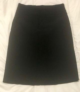 4cc9c8543 Falda negra tubo de segunda mano en Valencia en WALLAPOP