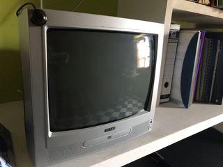TV con DVD , any 2005. Nueva, poco uso.