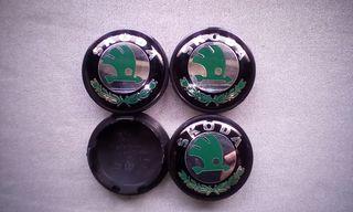 4 Tapabujes centro de ruedas Skoda verde 65mm.