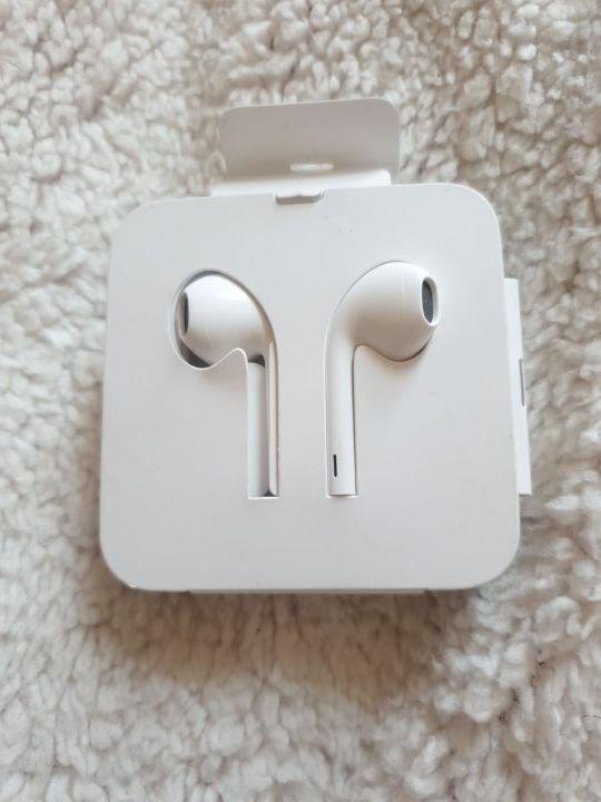 Iphone/ Ipad cable Headphones