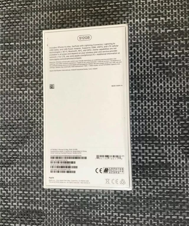 Brand new iPhone XS Max 512gb unlocked gold