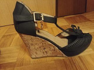 Sandalias negras de cuña 38