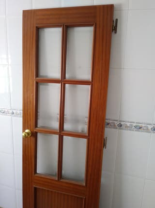 Puerta de madera Sapeli con cristales