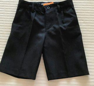 pantalon uniforme como nuevo corto talla 3-4