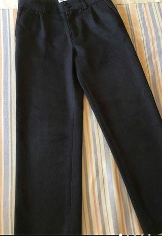 pantalon largo uniforme ,tengo 3 pantalones.