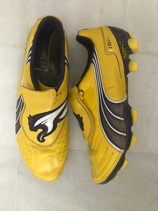 Botas de fútbol marca Puma
