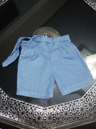 pantalón corto con su cinturon