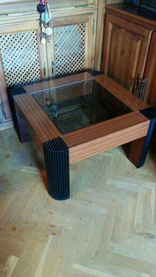 Mesa vintage, de madera y cristal.