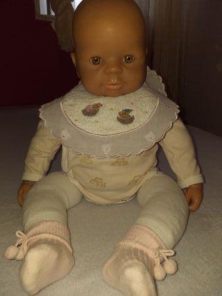 Preciosa muñeca Famosa,del año 2002